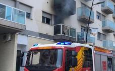 Una decena de vecinos desalojados por un incendio en una vivienda en Cuevas de Almanzora