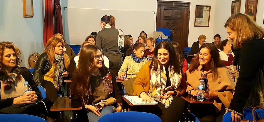 El proyecto 'Tejedoras de Memoria' aspira dinamizar a los colectivos de mujeres de la zona