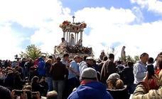 La Virgen de la Cabeza, rodeada de fervor en su romería