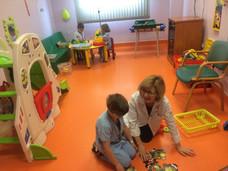 Un total de 131 menores asisten al aula escolar del hospital