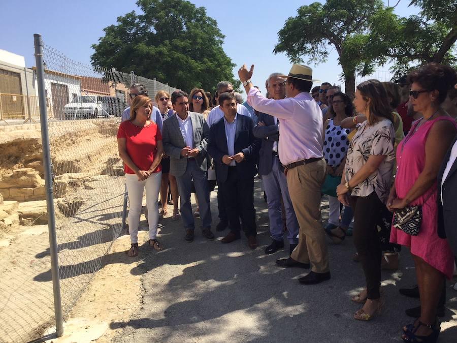 El consejero de Cultura visita el anfiteatro romano de Obulco e incide en la importancia de la investigación