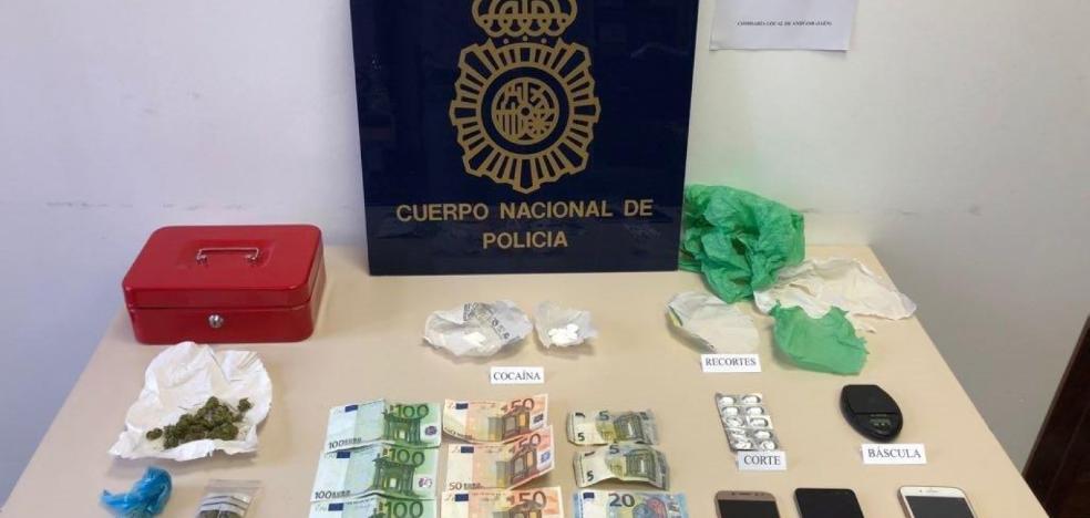 La Policía detiene a una pareja por vender droga en la casa donde viven con sus dos hijos