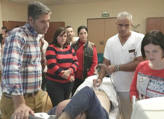 El hospital forma a sus profesionales y mejora la atención a los pacientes y usuarios