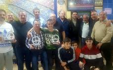 Las peñas del Barça y del Real Betis de Andújar fomentan los valores del deporte