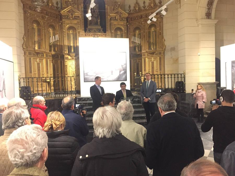 Francisco Reyes participa en Arjona en la inauguración de una exposición del artista holandés Alwin van der Linde