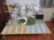 La Guardia Civil detiene a un ciudadanos en el término municipal de Andújar por llevar casi 15 kilos de marihuana en su vehículo