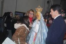 Regresa y se recupera por Navidad el besamanos solidario ante La Morenita