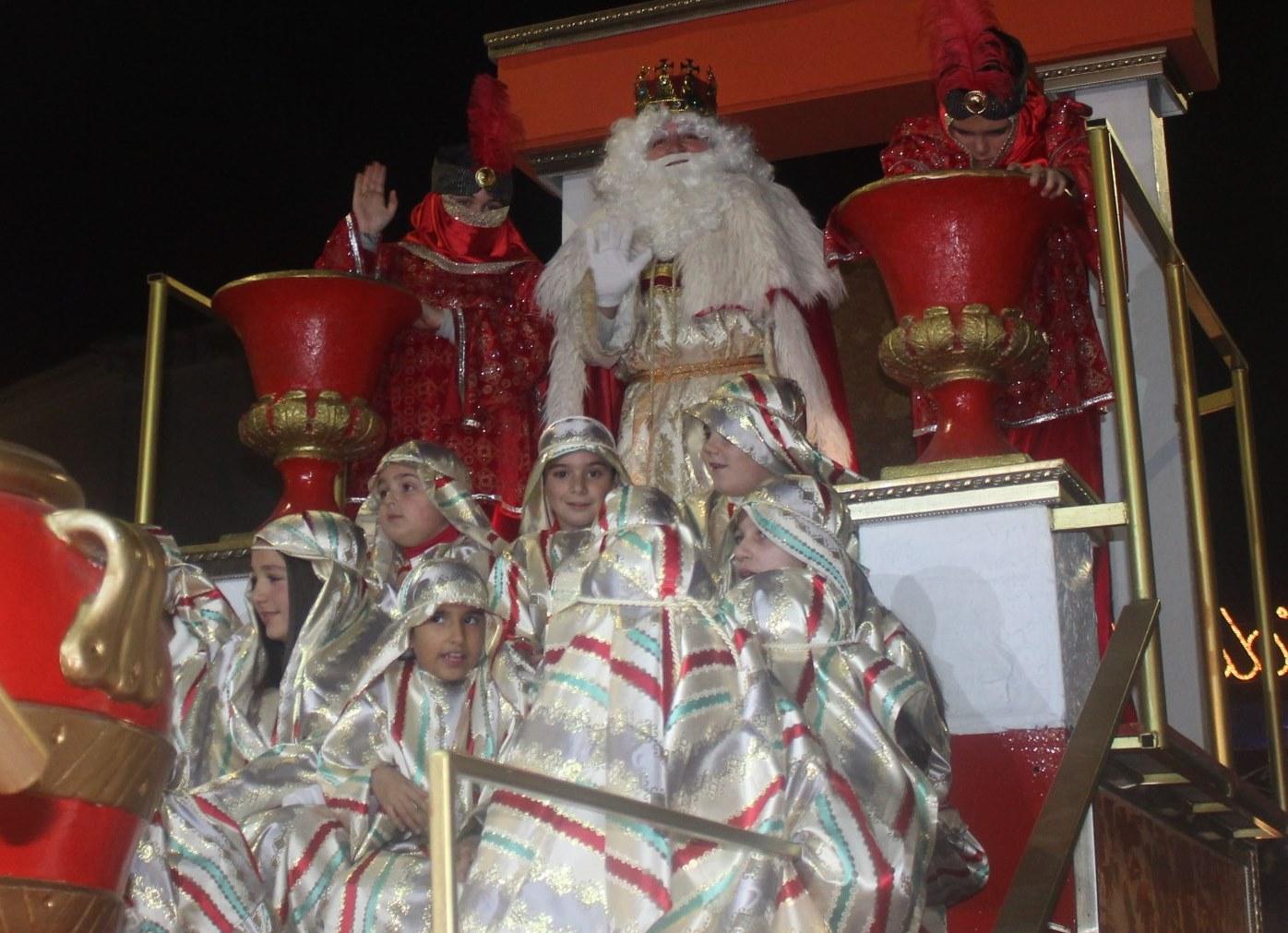 Los Reyes Magos llenan de ilusión las calles de Andújar y los centros sociales y residencias
