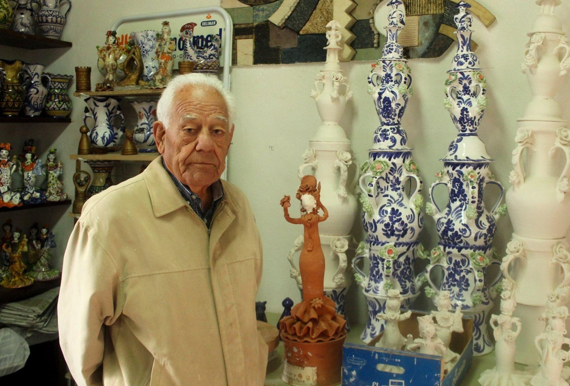 El alfarero Vicente Romero lleva 80 años ininterrumpidos dedicados al oficio