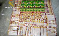 Intervenidos 4.750 artificios pirotécnicos en un bazar de Andújar