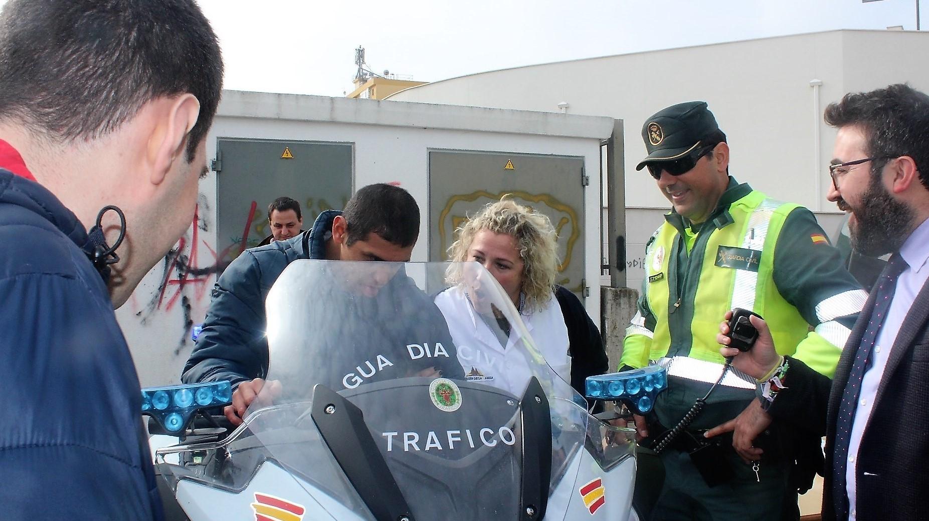La Guardia Civil divulga su labor al centro de discapacitados