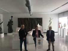 El alcalde de Andújar destaca el talento y la implicación con su ciudad del escultor Miguel Fuentes del Olmo