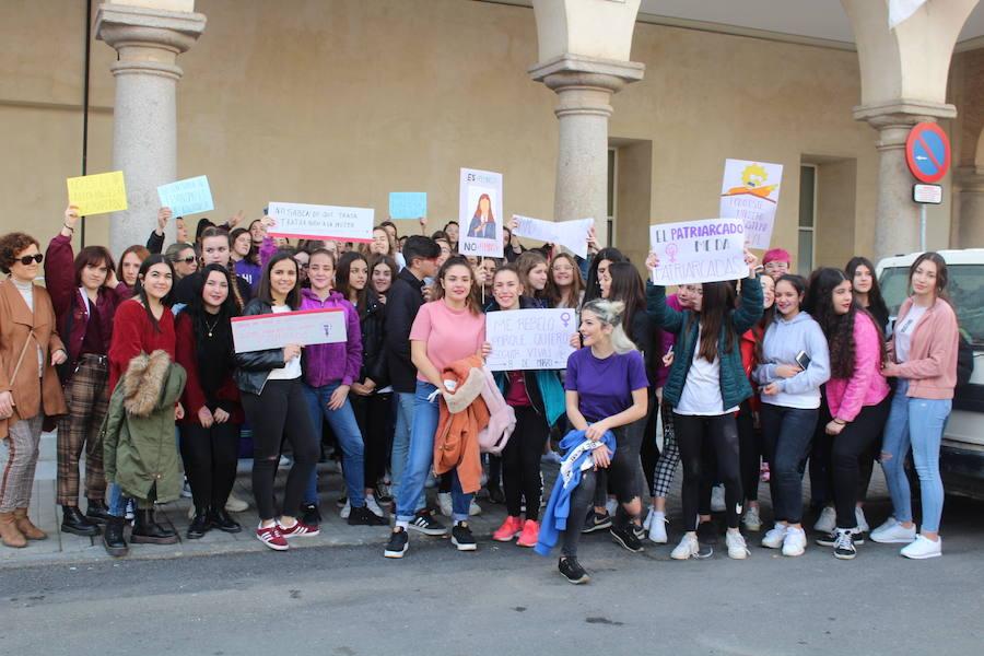 Andújar implica a los jóvenes y a colectivos en su lucha contra la discriminación hacia la mujer