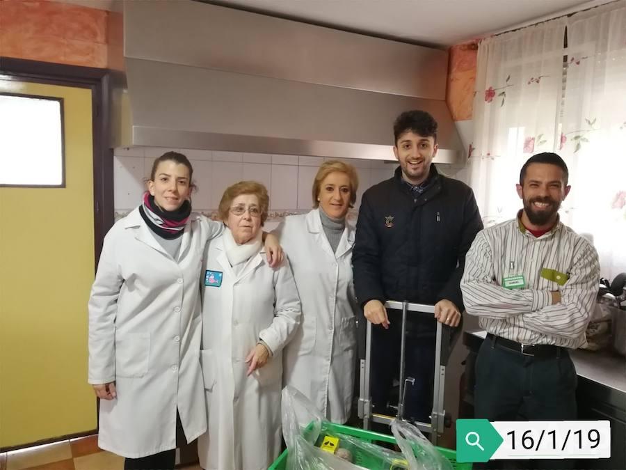 Mercadona entrega alimentos al Centro de Acogida e Inserción San Vicente de Paúl