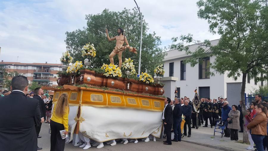 El Cristo Resucitado pasea jubiloso en Andújar el triunfo de la vida sobre la muerte