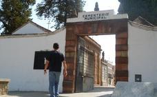 Profanan las tumbas de dos mujeres enterradas hace pocos días en el cementerio de Andújar