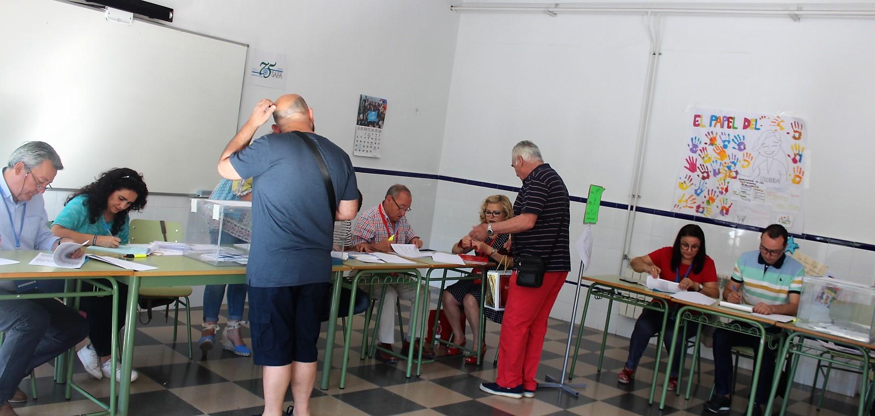 La jornada electoral está transcurriendo con normalidad en Andújar en una mañana radiante