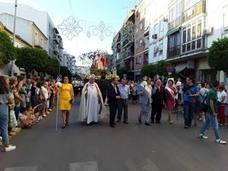 La restaurada imagen de la Divina Pastora llena de fervor las calle de su barriada
