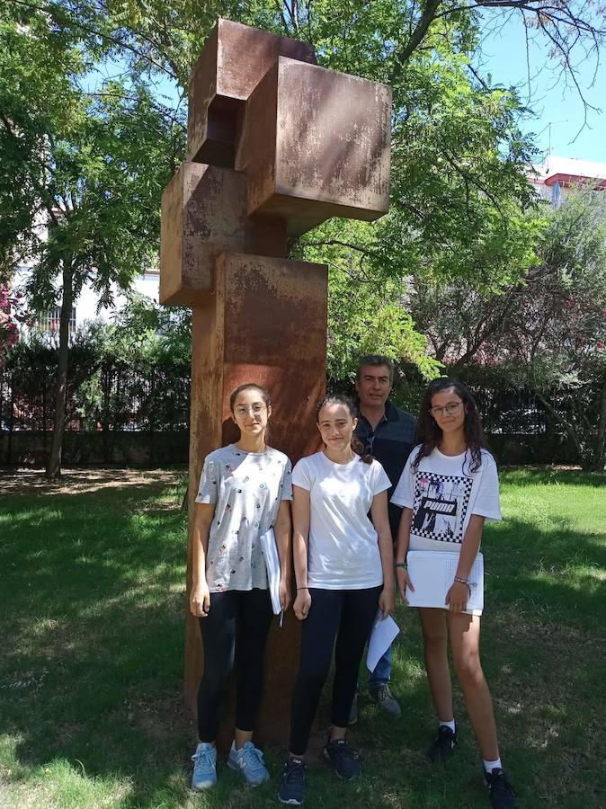 Tres alumnas del IES Nuestra Señora de la Cabeza ganan un concurso regional sobre Estadística