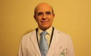 El médico de Andújar que pedía no jubilarse podrá trabajar hasta los 70