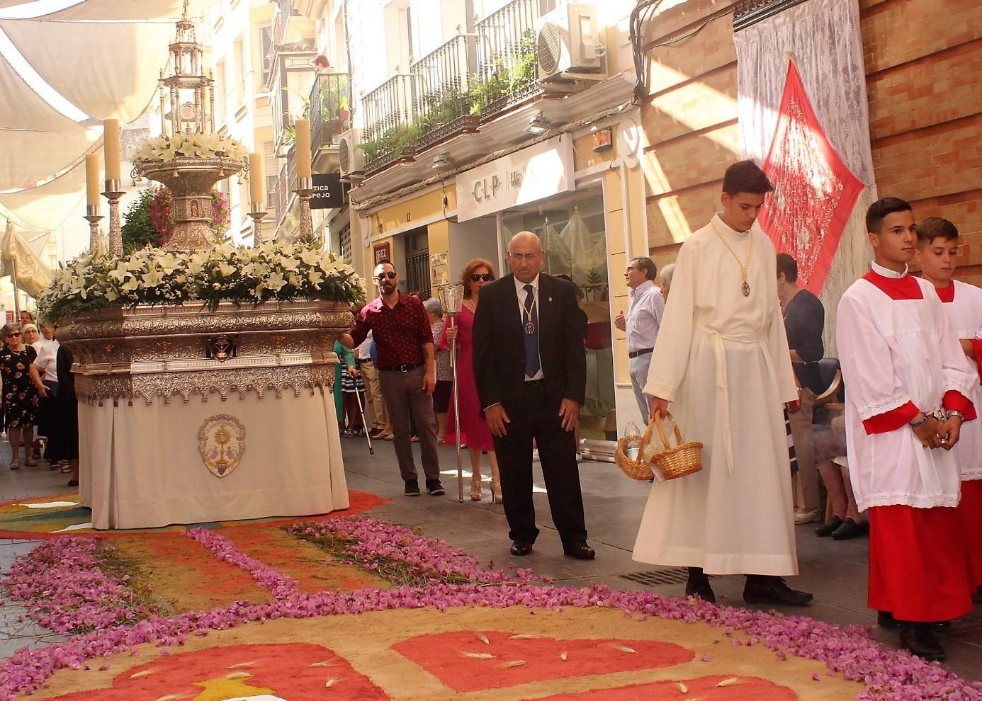 La procesión del Corpus ahonda en su profundo mensaje religioso