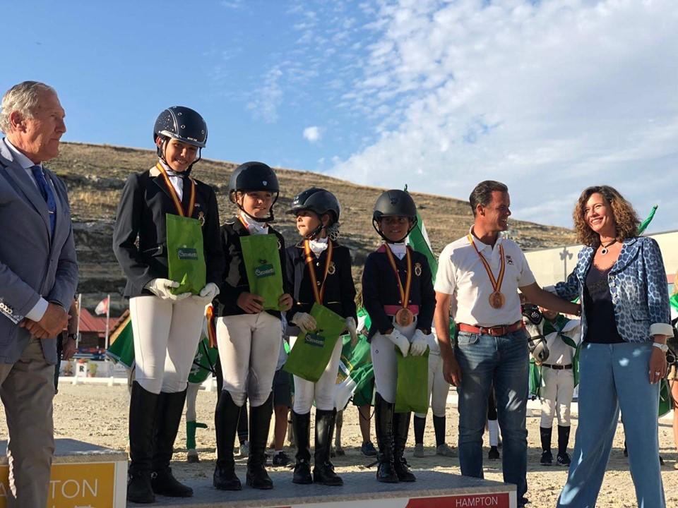 Las iliturgitanas Alba Mármol y Mónica Antón han logrado el bronce en el nacional de doma clásica de ponys