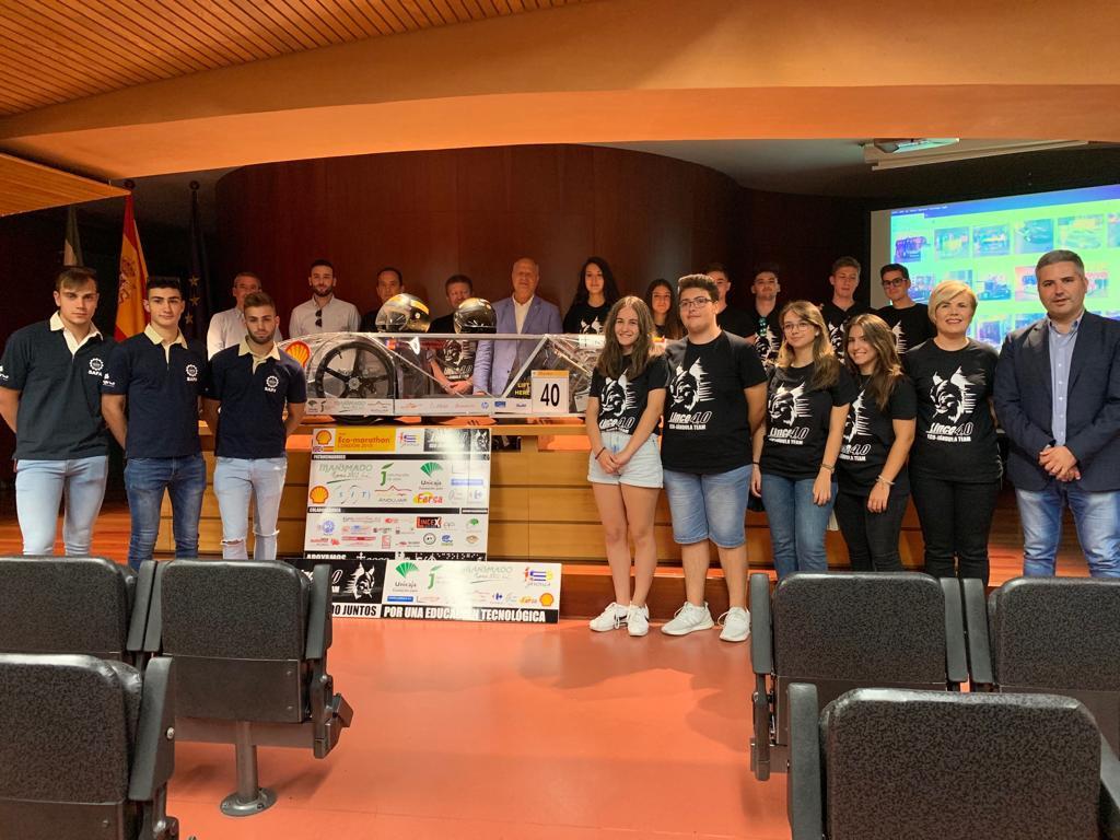 Javier Imbroda recibe en Sevilla al equipo del vehículo Lince