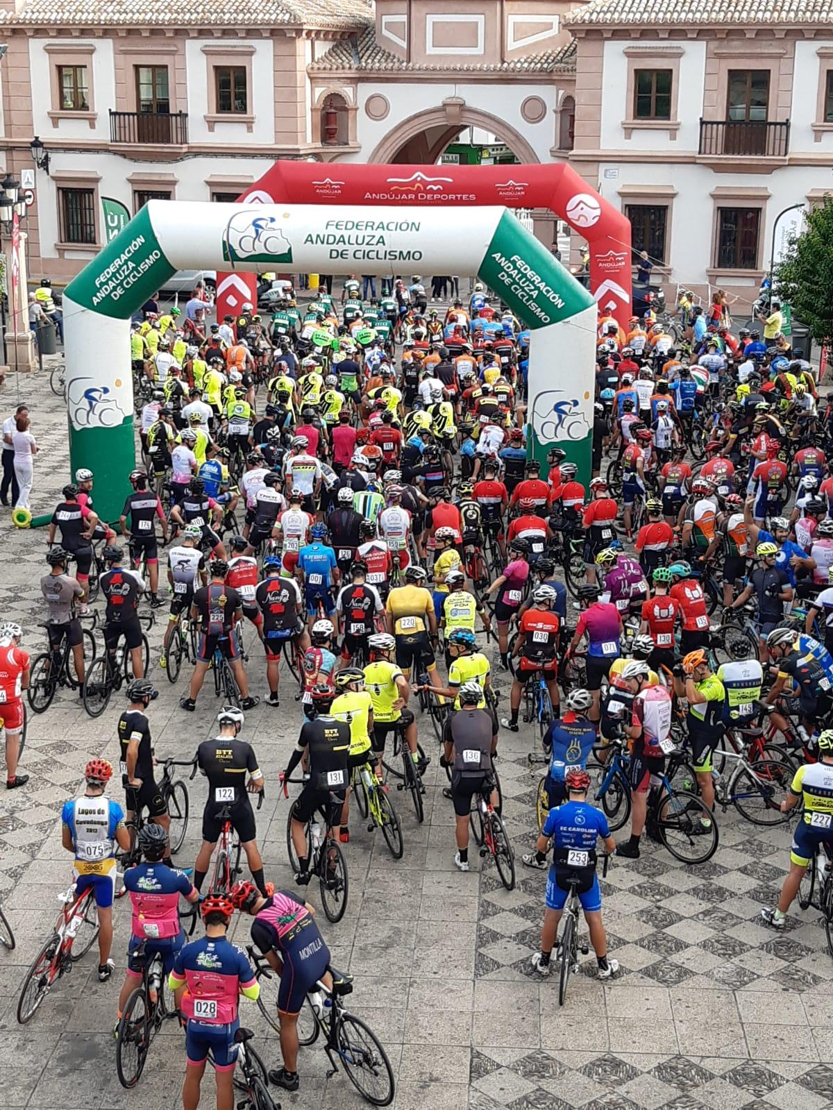 Más de 300 participantes se dan cita en la Ruta Cicloturista Virgen de la Cabeza