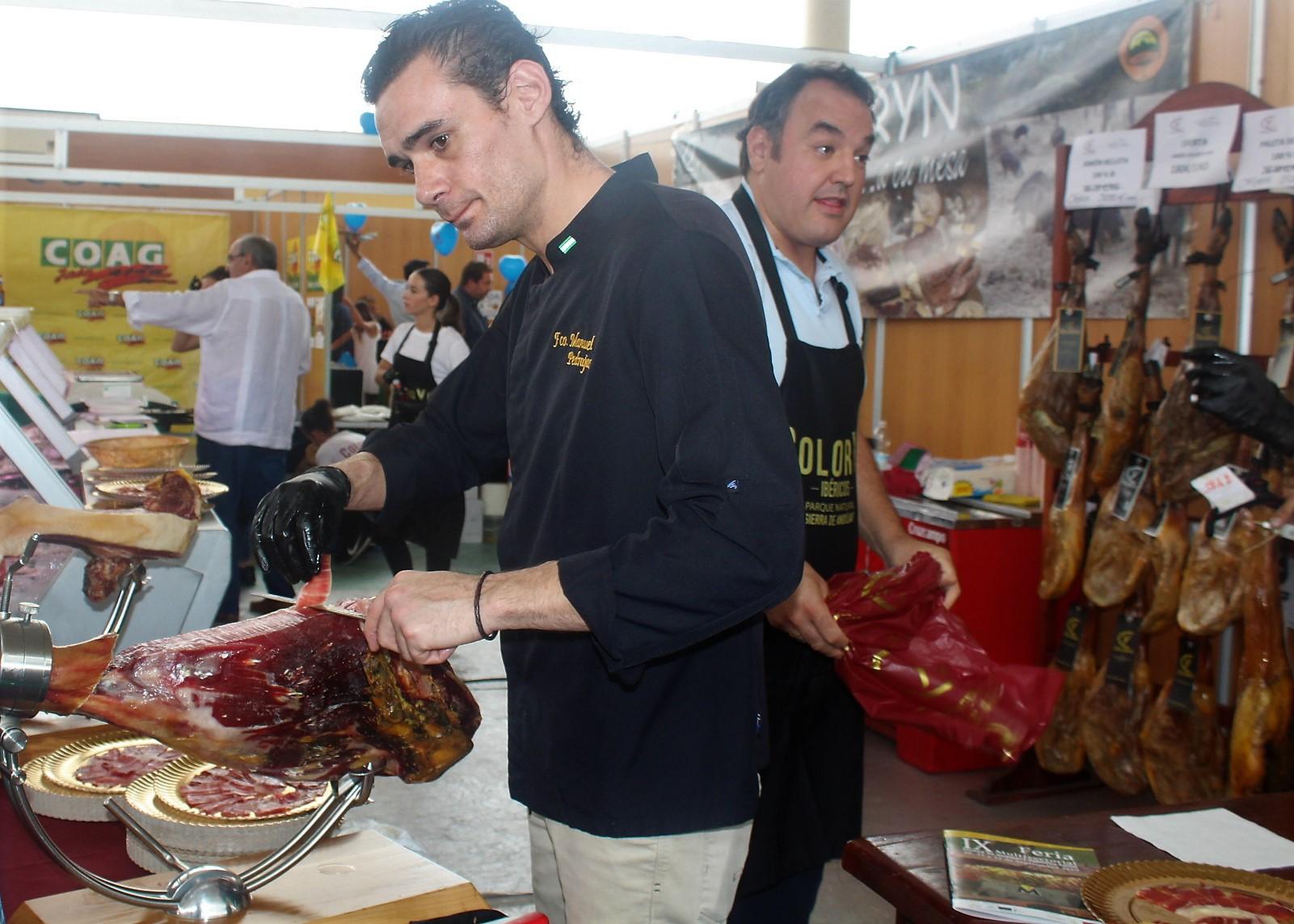 El sacrificio y el reciclaje del tejido empresarial se deja patente en la Feria Multisectorial que acaba hoy