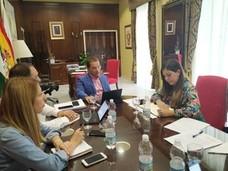 La Junta anima al Ayuntamiento a solicitar la declaración de Interés Turístico Internacional para la Romería de la Virgen de la Cabeza