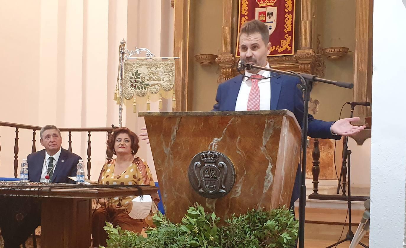 Sergio Toribio precisa en su pregón la identidad de la peña El Madroño