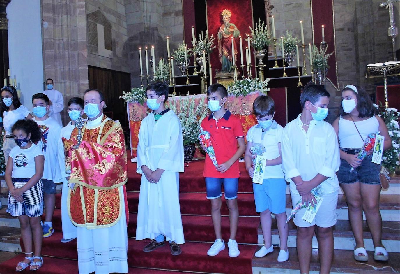 La devoción a San Bartolomé introduce sabia nueva para perdurar su fe en la barriada popular