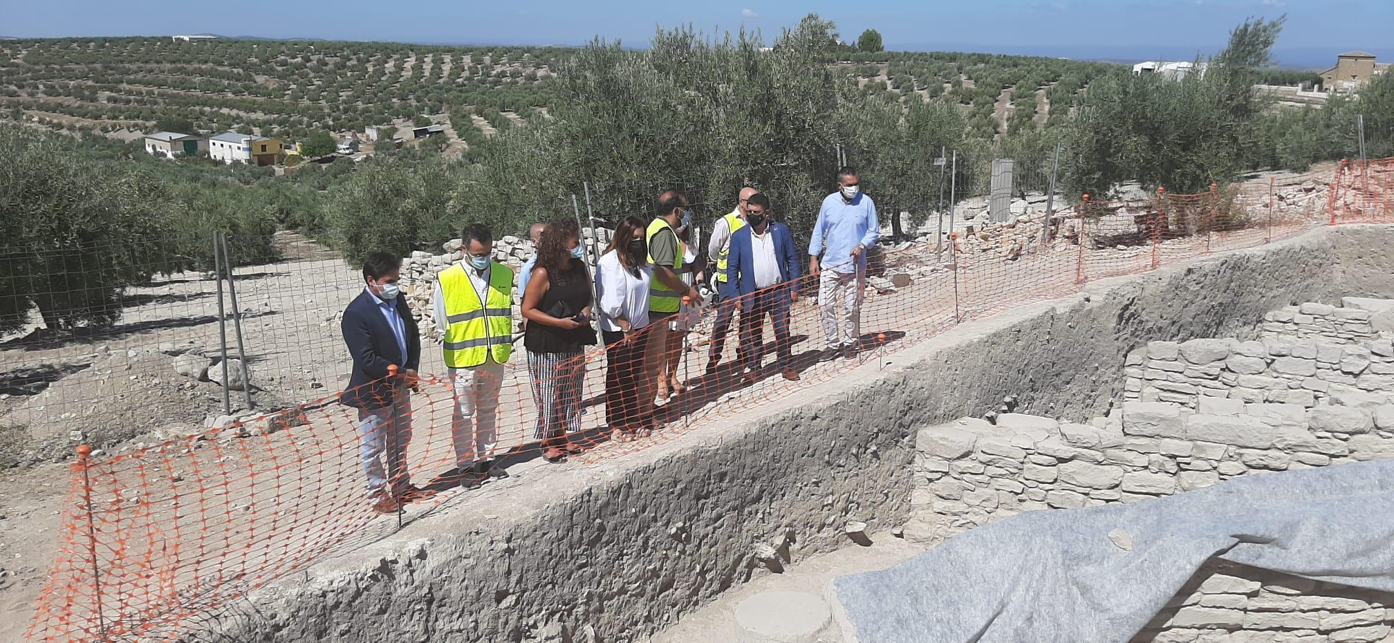 La subdelegada destaca la inversión del Gobierno de 1,2 millones de euros para la rehabilitación de la Cisterna Romana «La Calderona» de Porcuna