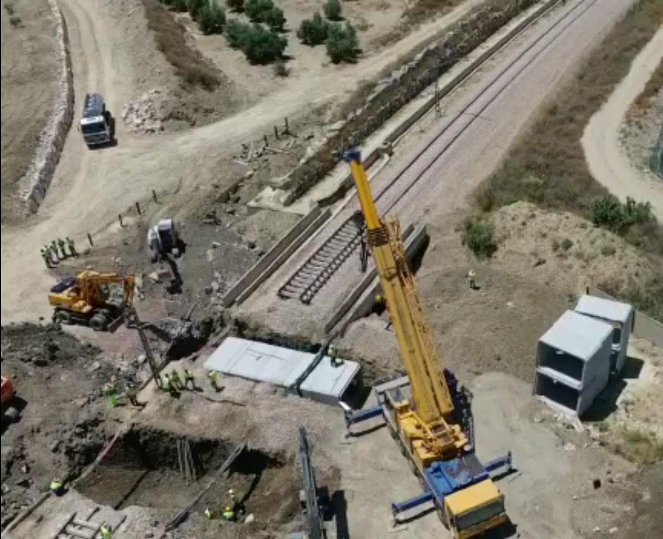 Adif licita la sustitución del puente sobre el arroyo Arjonilla