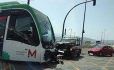 Herido un conductor del metro de Granada tras una colisión con un coche