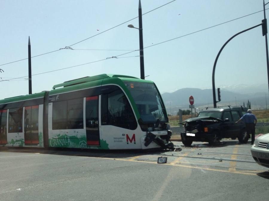 Herido un conductor de metro en Armilla tras la colisión con un coche