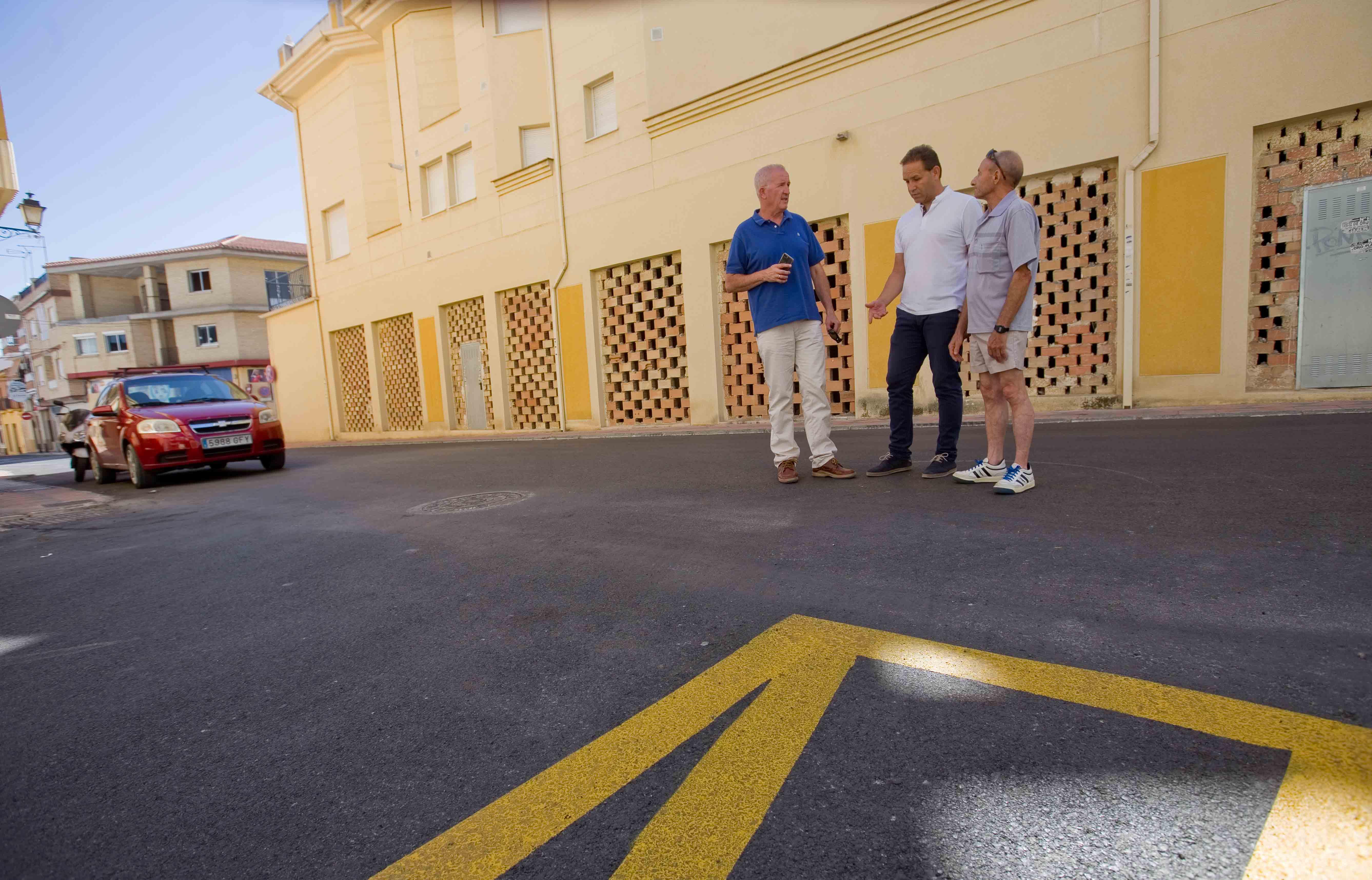 Las obras del plan de asfaltado entran en la recta final con la pintura viaria