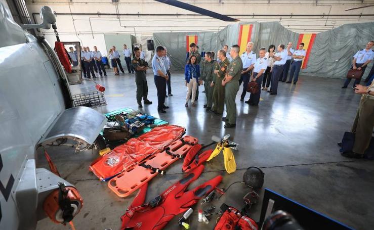 Margarita Robles visita la base aérea de Armilla