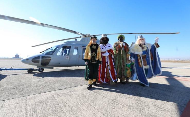 Así ha sido la llegada de los Reyes Magos en helicóptero a Armilla