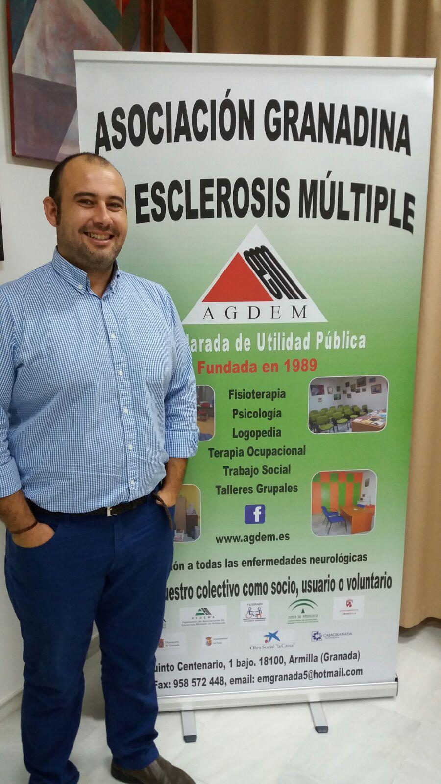 Benjamín Lucas: «La esclerosis múltiple todavía es una gran desconocida en Granada»