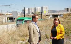 La alcaldesa de Armilla exige la ejecución del paso peatonal que conecta el PTS con el municipio