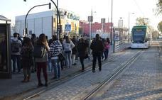 La avería de una unidad del metro deja sin transporte a decenas de usuarios en Armilla durante una hora