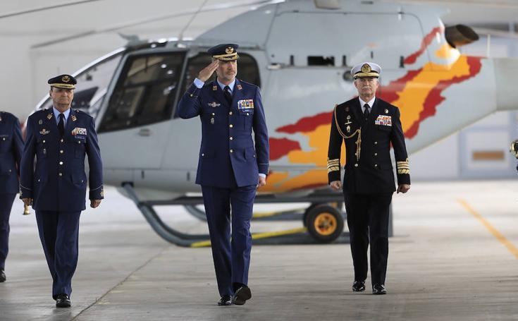 El Rey visita la Base Aérea de Armilla