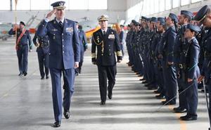 Felipe VI visita por primera vez como Rey la Base Aérea de Armilla