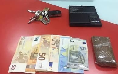 Agreden e hieren a dos policías locales de Armilla que les pillaron con 100 gramos de hachís