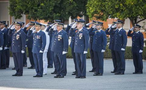 Emotiva jura de bandera para civiles en la Base Aérea de Armilla