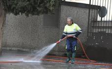 Baza prohíbe el uso de agua potable para llenado de piscinas y riego a manta de jardines y huertos