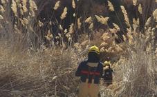 Los bomberos de Baza rescatan a un joven que había caído por un barranco en Zújar
