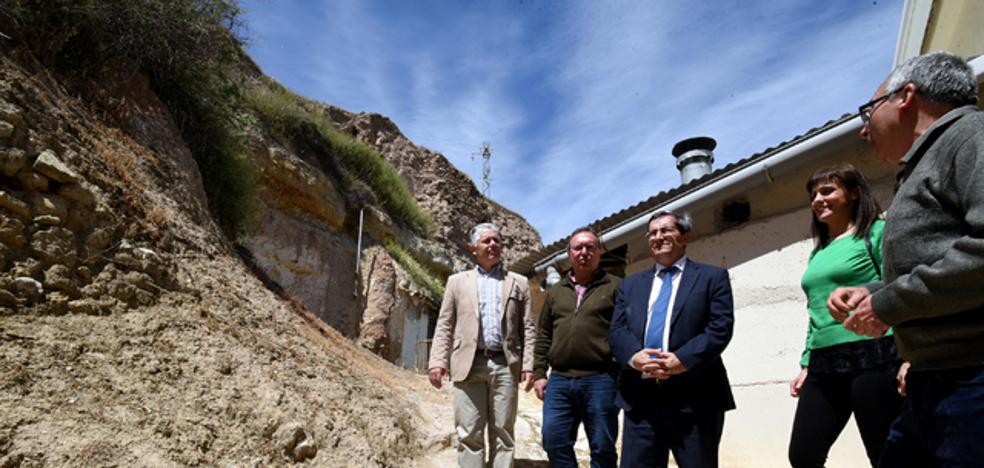 El presidente de la Diputación visita las obras de reparación de la Alcazaba de Zújar