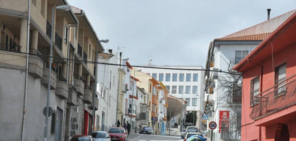 Comienzan las obras en la calle Reyes Católicos, una de las que más tráfico soporta de Baza